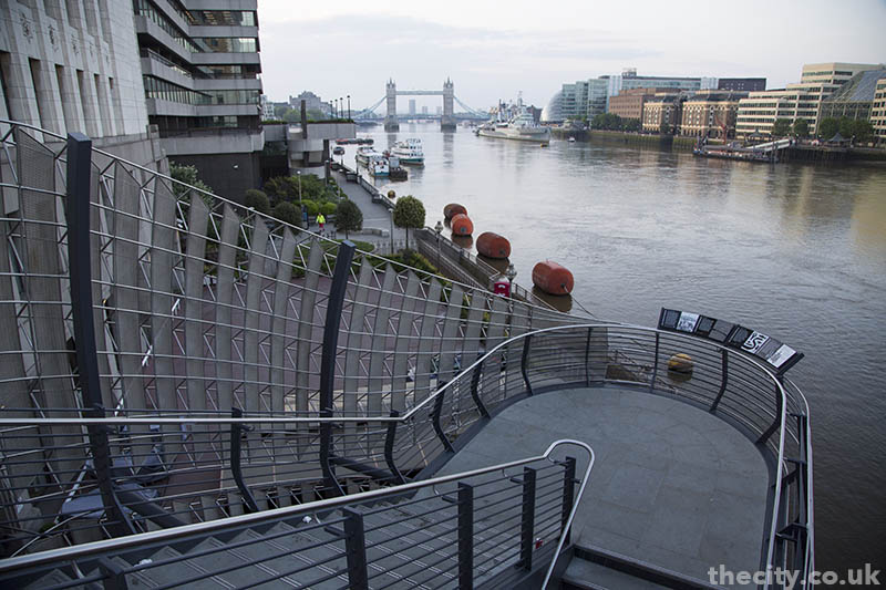 thecity_londonbridge_staircase_01