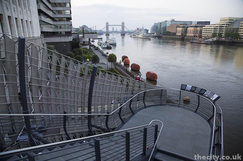 thecity_londonbridge_staircase_01