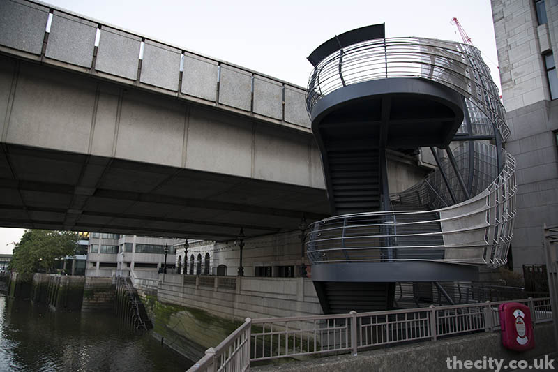 thecity_londonbridge_staircase_03